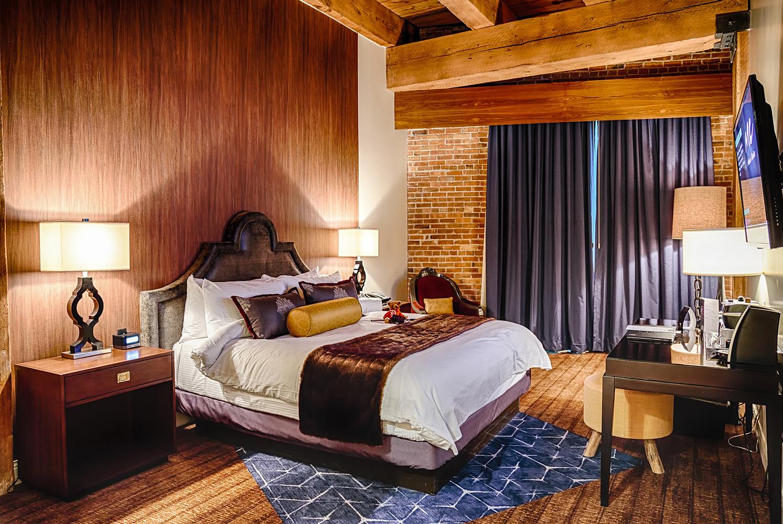 Bedroom Hotel In Iowa City Ia