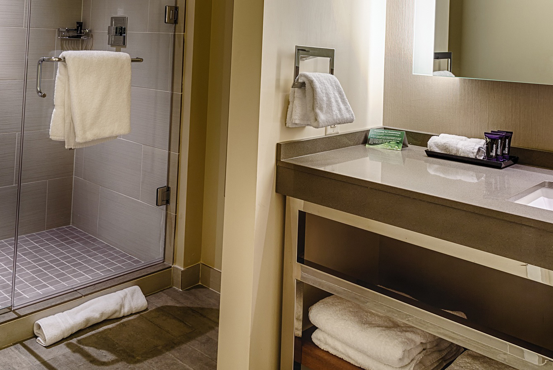 deluxe queen sioux city ia hotel room